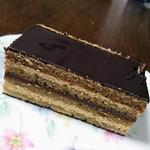 パティスリー ラ フォンティーヌ - ラム酒が効いてる、大人のケーキ「オペラ」