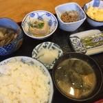 甘味処 篠 - 朝ごはん 500円 いろいろなおかずがついててすごい!やすい