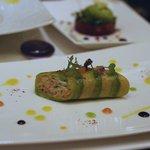ガストロノミー ジョエル・ロブション - タラバ蟹とズワイ蟹、アボガトでカネロニ仕立て、柑橘系のスュックとバニラの香り