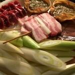 サザン食堂 - 豚串、砂肝、長ネギ、カニ味噌甲羅