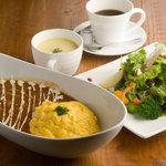イタリア酒場 キングキッチン - 佐賀黒毛和牛を使ったハヤシソースのオムライス。