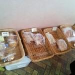 パン工房 サンライズ - 料理写真:左手のかご(ブレちゃってます)