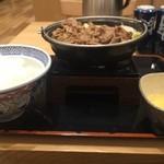 吉野家 - 料理写真:今シーズン初牛すき鍋膳大、今年は50円アップです(2016.2.15)