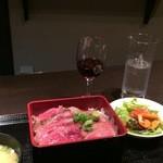 47502382 - ステーキ重と赤ワイン
