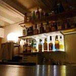 地獄谷冥土バー - 地獄やドクロに関係するお酒も並んでいます。