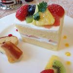 47511352 - フルーツショートケーキ