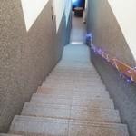 47515973 - 店内へは階段を地下へ