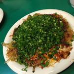 武酉 - そぶりそば玉ネギトッピング…880円だったか? 美味しすぎ(^_^)v病みつきになる。 焼き上がりのサクサク感がまたおいしい。