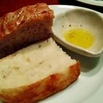 47517705 - 赤ワインのパンとクルミパン(ランチセット)