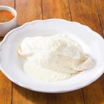 純白のオムライス(スープ付き)