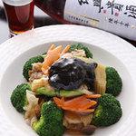 尖沙咀 - 美味しい一品は紹興酒とぜひ! 衣笠茸と野菜の醤油煮込み