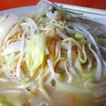 チャンポン福龍 - 「チャンポン(大盛)」白濁したスープと具