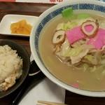 長崎出島 - 料理写真:長崎ちゃんぽんと半チャーハンのセット