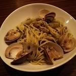 Dining Bar SelVaggio - 加布里産天然蛤と博多ぶなしめじのリングイネ ネギベーゼソース