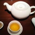 47525488 - ランチ:お茶、ザーサイ