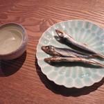 丹生庵 - 日本酒200円、うるめいわし300円