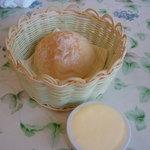 ビストロ ハシ - ☆真ん丸のパンとバター(#^.^#)☆