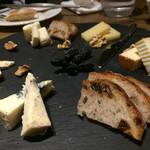 47539521 - チーズ盛合せ5種 1680円