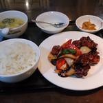 桂園 香港酒家 - 鶏の黒酢炒め定食