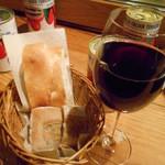 47541038 - ワインとフォカッチャ