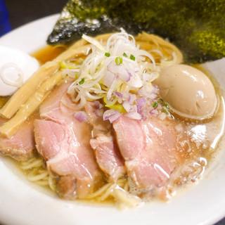 麺処 晴 - 料理写真:特製そば(醤油)
