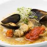 ワインカフェ下北沢 - 白身魚と白インゲン豆の白ワイン煮込み