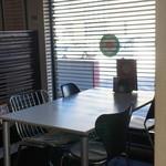 クアドリフォリオ - 4名様テーブル。他のテーブル席と少し距離があって、人気の席です。
