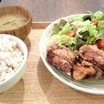 AOBAYA - 鶏もも肉の唐揚げ