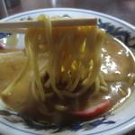 47553132 - 和歌山ラーメンにすれば、かなりの太麺です!
