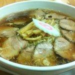 相模 大勝軒 - チャーシュー麺(横から)