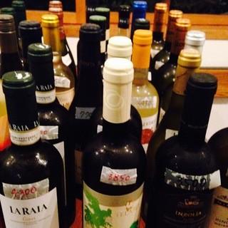 ソムリエが厳選した豊富なワイン♪