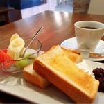 マフォン - 料理写真:あずきトーストモーニング
