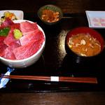 まぐろ長宝丸 - 赤身、中トロ、大トロが乗った、まぐろづくし丼。当時3000円でした。