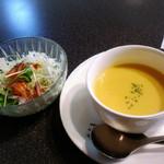 47556729 - セットのスープとサラダ