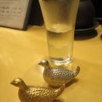 日本酒スローフード とやま方舟 - お通しの純米酒と雷鳥のはしおき by 能作