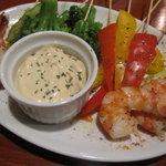 パブリックハウス ブラボー! - ボイル海老と温野菜のピンチョス 650円
