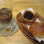 47560112 - ふんわり焼きカレー、ザクザクチョコデニッシュ、アイスカフェラテ