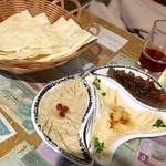 47560217 - 前菜盛り合わせ★                       薄いピタパンのようなジャパティ付き。ペーストは3種類選べます。                       ひよこ豆とごまのペーストであるホンモス、ナスとごまのムッタバル、ナスとザクロのババカンネージュにしました。