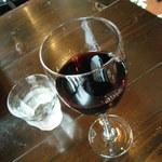 カフェ&ダイニング 990 - ドリンク写真:赤ワイン(¥540-)などを。。。