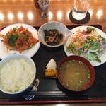 ごんわーるど - 肉系のランチ(チキンカツ野菜トマトソース)850円
