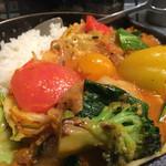 47579911 - ★★★☆ 1日分の野菜カレー  南インド風+2辛  普通盛りご飯を(180g)はボリュームあり、最後はルーが足りなくなるので150gでOK