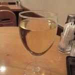 47581567 - 白のグラスワイン