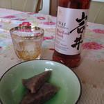 鶴屋製菓 - 塾生から頂いた岩井喜一郎ゆかりの国産スコッチで頂けば歴史のコラボレーション