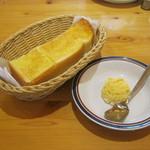 コメダ珈琲店 - 料理写真:「モーニングB(手作りたまごペースト/マーガリン)」です。