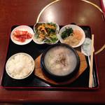 焼肉焼焼 - コレがハーフ参鶏湯のデフォ 1350円 税込