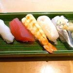 すし哲 - 寿司、キハダ、イカ、縁側、車海老、イワシ。