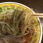 鳥勝 - 黒らーめん・半 もやしトッピングの麺リフト〜(*^◯^*)❤️