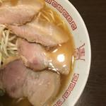 鳥勝 - チャーシューはバラ肉。優しい感じの味です(*^◯^*)