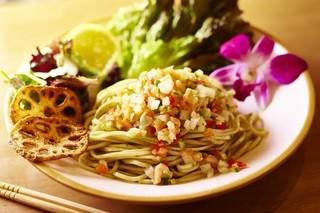 麺屋 Hulu-lu - Hawaiian冷製ロミロミサーモンのバジルSOBA