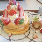 ひよこカフェ - 季節限定のたっぷり苺のパンケーキ